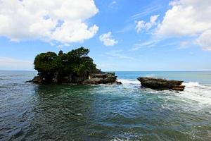 Tanah Lot, Bali, by @debsnet