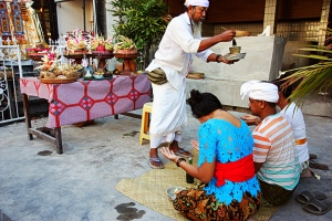 Tumpek Wayang ceremony, Seminyak, Bali, by @debsnet